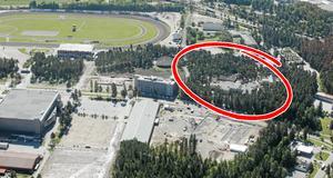Två år gammal flygbild över området, där nya Prolympia nu ligger i förgrunden till höger om tennishallen på bilden. Gamla Prolympia föreslås rivas och ersättas av hotell, bostäder och kontor.