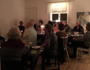Det var fullbokat långt i förväg i Berga Brystuga och publiken var förväntansfull att höra om Thomas Jutterströms musikerliv.