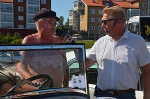 Roger Sundfors blir intervjuad av Lars-Åke Krantz.