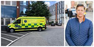 """Ambulanssjukvårdarna i den nya ambulansen är specialiserade på att lyfta tungt. """"En utsatt patientgrupp får äntligen möjlighet att transporteras på ett säkert sätt"""", säger chefläkaren Patrik Söderberg inom prehospital vård i Region Stockholm. Foto: Region Stockholm"""