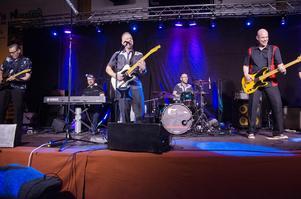 The Happy Ones, rock n'rollbandet som i sommar spelar på Svenska dansbandsveckan i Malung, deltog i förra årets stödkonsert för Litsbacken. När det nu blir en ny hyllningskonsert, den här gången till alla engagerade människor i Litsbygden, återkommer bandet.
