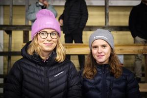 Stina Halvarsson och Nelly Larsson.