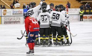 AIK öppnade bäst och tog tidigt ledningen med 2–0.