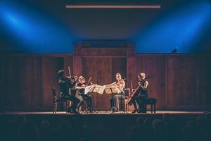 Treitlerkvartetten under en konsert. Här med cellisten Emma Beskow. Foto: Alice Olsson