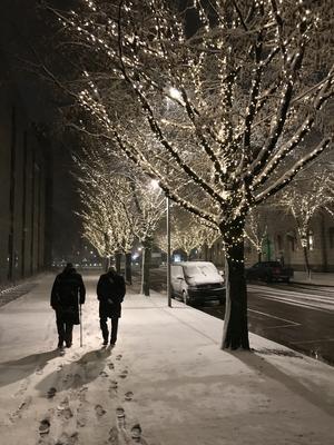 Nattvandrare vid Stadshuset (Anders Lif och Sune Sandström). Foto: Åke Hillman