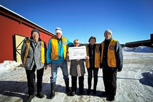 Ann-Christin Hedman har varit ordförande i Hedemorabygdens Ridklubb i 14 år. Hon berättar att de 10 000 kronorna klubben fått av Lions Club Hedemora är oerhört viktiga för att ridklubben ska fortsätta kunna anordna handikappridning.
