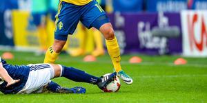 """""""Med fler kvinnliga förebilder inom fotbollen skulle risken att tappa framtida stjärnor minska"""" skriver  Matthias Gran, Unionen Dalarna och Patrik Sundell, ordförande regionstyrelsen."""