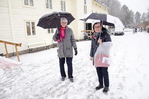 Ingrid Nordmark och Margareta Seger har åkt från Lindesberg för att gå på marknaden.