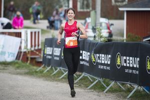 Johanna Bygdell, Öbacka, springer på upploppet mot en tredjeplats.