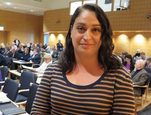 Det socialdemokratiska regionrådet Rachel De Basso vilseleder om vårdens tillgänglighet.