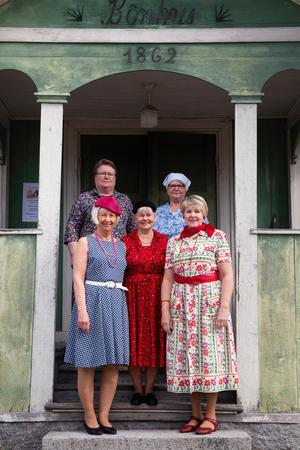 Längst bak från vänster: Nissa Lotti Hansson och Kristina Björklund.Längst fram syns Siv Björklund, Karin Hellström och Irene Jonsson.