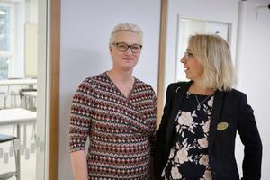 Jenny Stanser är chef för Södertälje kommuns grundskolor. Här fotograferad tillsammans med utbildningsdirektör Monica Sonde, vid invigningen av Soldalaskolans högstadium.