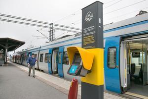 Redan i dag kan man använda SL-stolparna. Men sedan kommer man vara tvungen att alltid blippa innan man har klivit på tåget.
