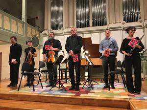 Martin Sturfält,  Linnea Hällqvist, Anders Norén, Jan- Anders Ernlund, Jonas Viklund och Hanna Svensson mottar applåder efter Claire de lune av Debussy.