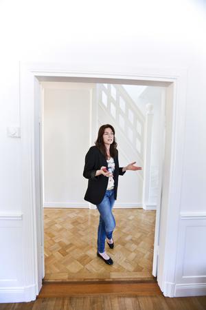 Bild från när Helena Köhl nyligen hade flyttat in i sitt hem 2013 och VLT var där och hälsade på.