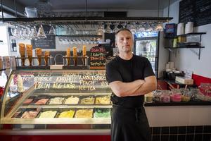 För Danny Fortier på Flavors i Njurundabommen har vägavstängningen av Mjösundsvägen i vinter, varit kännbar.
