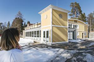 Entrén till restaurangen utifrån är inspirerad av badhuset från slutet av 1800-talet i Stavre.