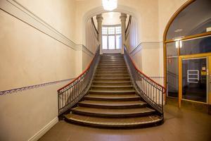Entrétrappan i Telegrafen påminner om hotell Knaust pampiga trappa i Sundsvall.