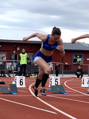 Cornelia Norell i starten på 100 meter.