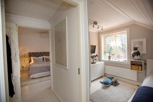 Ett stort sovrum byggdes om till två – ett för Malin och Tomas, samt ett för sonen Love.