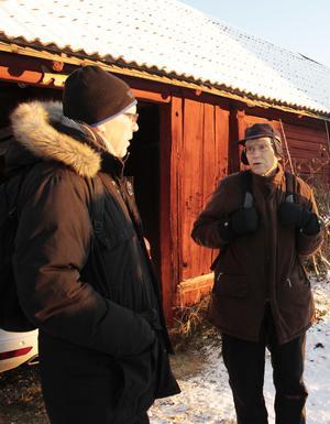 Olle Östlund och Leif Dahlberg undrar om Gårdskärsborna verkligen gömde sig i källaren för att komma undan ryssen som härjade längs kusten. De menar att det hade varit bättre att fly till skogs eller inåt landet.