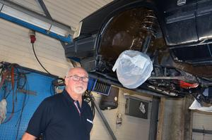 Örjan Kring på Ytmetoder har rostskyddat bilar som egen företagare i 40 år.