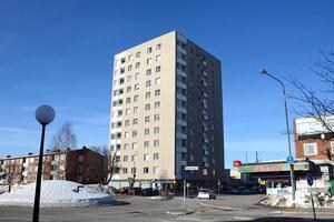 Tolv våningar högt är huset på Medborgargatan 32, i Skönsberg. Huset ägs av Mitthem.