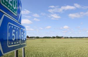 Vissa områden utmed riksväg 51/52 och E20 kan komma att bli platser för företagsetableringar enligt förslaget till översiktsplan. Men tanken att göra industriområde av jordbruksmark har i stort sett skrotats.