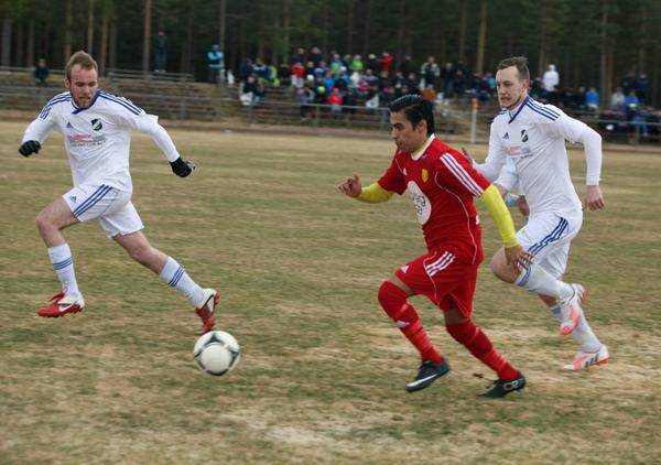 Sveg försökte förtvivlat men Lillhärdal höll ihop sitt lag och hjälpte varandra över hela planen. Med den saken var det mycket sämre ställt i hemmalaget om ofta spelade fotboll en åt gången.