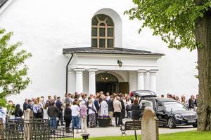 Tova Mobergs begravning hade en offentlig del i Jakobs kyrka den 9 juni 2017 och direkt därefter en privat del i Njutångers kyrka för den närmast anhöriga.