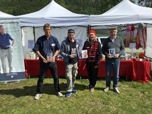 Författarna Kent Rishaug, Micael Lindberg, Carina Aynsley och Per Berg i Funäsdalen där de bland annat marknadsför kommande söndags litteraturfestival i Härjedalen. Tillsammans med tio andra författare deltar de i festivalen.