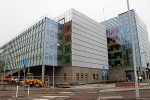 Är det meningen att personalen på USÖ ska bekosta exempelvis parkeringshus och nybygge?, undrar Monica Andersson.