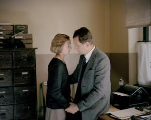 Foto: Nordisk Film Relationen mellan tidningsredaktören Reinhold Blomberg (Henrik Rafaelsen) och den 18-åriga Astrid Lindgren (Alba August) var inte lika romantisk i verkligheten.