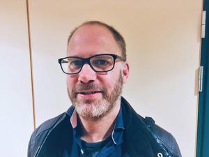 Peter Björklund är sammankallande för BRÅ i Lindesberg och Nora och åker runt och berättar om den nya funktionen i trygghetsappen.