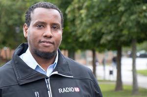 Abdullahi Abukar är busschauffören som startade en podcast om Vivalla. Numera arbetar han även en dag i veckan på fritidsgården.