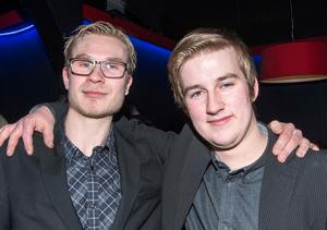 Linus Tiger och Pontus Tägtström från Smedjebacken gillade både att dansa och lyssna.