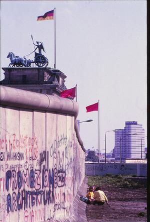 Brandenburger Tor bakom muren. Foto: Lasse Halvarsson
