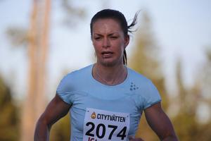 Sofia Henriksson segrade i första etappen av Sportgym Tour när Frösöberget Runt avgjordes.