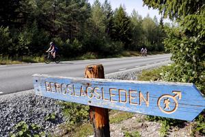 Där Bergslagsleden korsar Siggebohyttebackan låg vändpunkten för lördagens cykling och vid Siggebohyttans bergsmansgård ett kort stycke ovanför smedjan låg start och stopp.