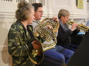 ... horn (Carolina Lif och Filip Tunevi ) och trumpet (Ann-Marie Jacobsson)