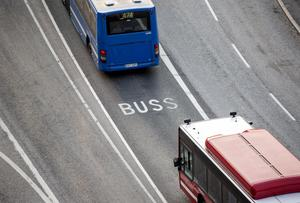 Speciella körfält enbart för busstrafik gör att kollektivtrafiken tar sig fram snabbare genom städerna.