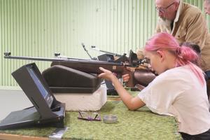Mollie Olsson tävlar med sig själv och skjuter bättre för varje träningstillfälle.