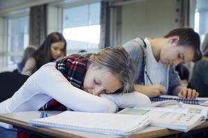 Studier visar att tonåringar ofta är morgontrötta.
