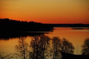 Hedersomnämnande. Den som är vaken får sin belöning. Vårgryning i Norrtäljeviken. Foto: Leif Jansson