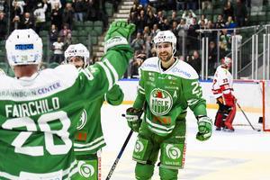 Ludvig Rensfeldt har haft en förmåga att göra mål på Örebro Hockey genom åren, här i en match 2016 med Rögle har han precis överlistat Julius Hudacek. Bild: Anders Bjurö