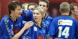 En väldigt ung Johan Andersson klappas om efter ännu ett mål. Foto: Arkiv