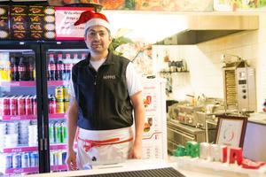Vusal Mirzayev på Pizzeria Roma i Hudiksvall hoppas på många gäster under nyårsdagen.