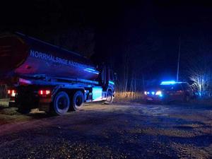 Räddningstjänstens fordon utanför Stocka.