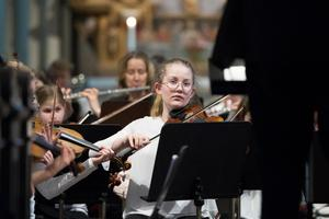Det var många duktiga musikelever i orkestern. Foto: Lennye Osbeck