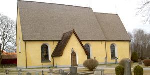 Sala sockenkyrka uppförd runt år 1300. Byggmästaren till kyrkorna i Sala, Kila och Kumla var densamma tror forskarna därför att alla tre kyrkorna byggnadstekniskt var identiskt konstruerade. Foto: Åke Johansson
